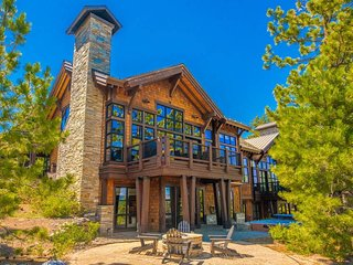 Gorgeous home with hot tub, fire pit, on the slopes - Sierra Sanctuary at