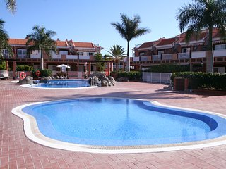 Beautiful apt with pool access