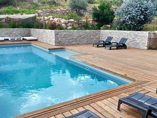 Superbe villa moderne de 300m2 surplombant Cala d'Orzu comprenant 4 suites