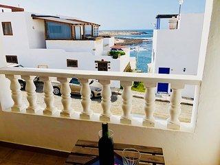 Apartamento Sentido con fantasticas vistas al mar & Wifi, solo 50m de la Playa