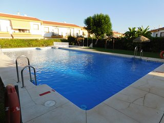 Terraced house with pool, 8 km from the beach