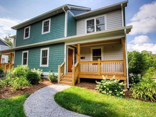 Montford Bungalow; perfect location, walkable to Downtown Asheville, restaurants