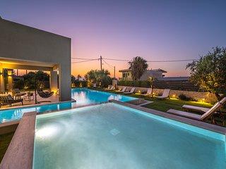 Sissy Top Luxury Villa, A Few Steps Away From Platanias Sandy Beach In Chania