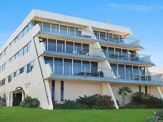 Wickham Point Unit 5 Kings Beach QLD