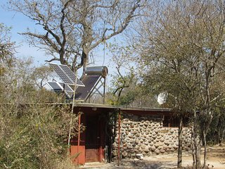 Amanzimloti bushcamp on Klaserie river. Budget accommodation at Kruger Park.