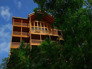 Place of the Blue Smoke - 5 Bedrooms, 5 Baths, Sleeps 16