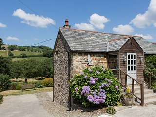 CORNISH RIVERSIDE BARN | LOG BURNER | CAMEL TRAIL | ASK FOR DISCOUNT 3 NIGHTS +