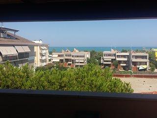 Attico affacciato sul mare con ampia terrazza