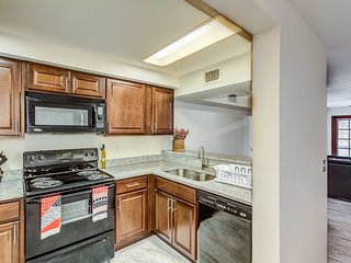 Fully Remodeled 2 bedroom CONDO w/ pool