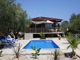 Wooden house,h private pool, 400m to the beach, L'Ampolla, Costa Dorada