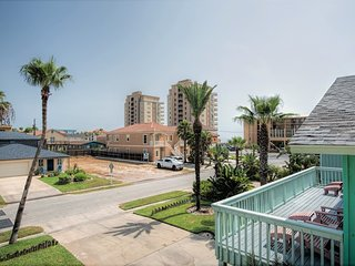 Beachside Landing II 2: 2 bdrm FAMILY condo with pool & close to the beach!