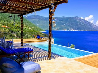 -10%:Exclusive Luxury Villa with a breathtaking seaview & direct sea access