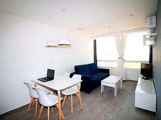 """Ricky""""s Village NOVADENIA: Apartamento con vistas al montgo y junto a la playa."""