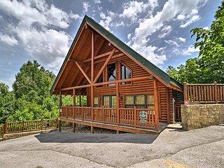 'Big Black Bear Lodge' w/ Hot Tub & Game Room!