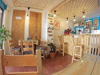 Albaka hostel/room with private bathroom in poblado 4