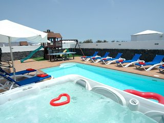 Fantastic Villa in Playa Blanca with Hot Tub, PlayPark, Air Con & Wifi LVC258798