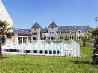 Rustic + Cute House near Saint-Malo Centre | Private Entrance!