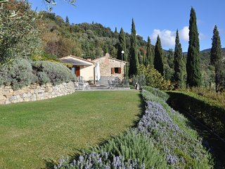 Cortona, Hidden Gem where happy memories are made. Pool,wifi, walk into Cortona.