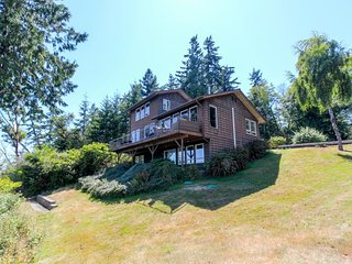 NEW LISTING! Waterfront home w/ impeccable views w/ weight room & pool table