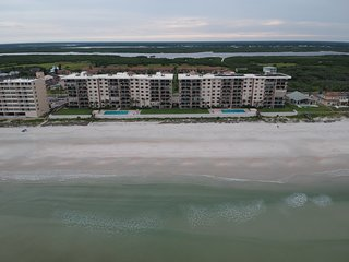 Oceanfront 3-Bedroom, 6th Floor, Beautifully Remodeled End-Unit Condo!