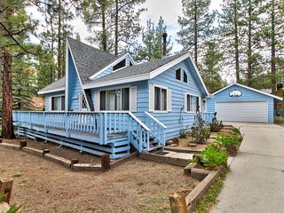 NEW LISTING! Cozy cabin with fireplace& lots of space -near slopes, lake & town