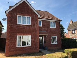 Large Detached House 5 bedroom Sleeps 10