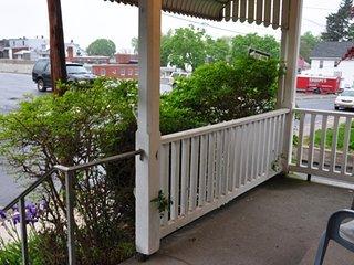 Casa Hummingbird - downtown Harrisburg 3 miles away, Hershey 14 miles, Carlisle