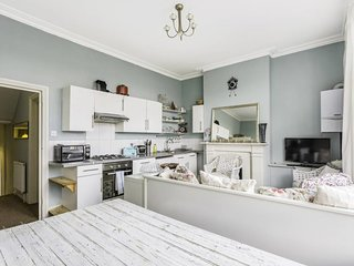 Cosy 3 Bed Sleeps 8 in Fulham 15 mins to Station