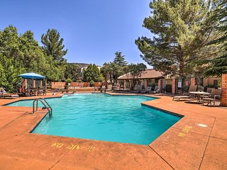 NEW-Sedona Condo w/Pool, Balcony & Red Rock Views!