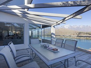 Queenstown Holiday Villa 12056