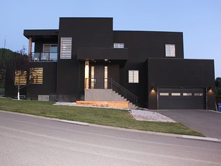 Contemporary Luxury Home near Attractions, Rocky Mountains, Canada Olympic Park
