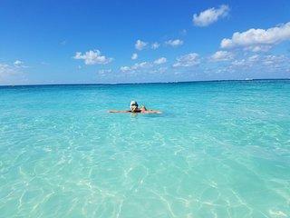 Right on Seven Mile Beach 3 Bed 2 Bath Condo Cayman Reef Resort #58 Grand Cayman