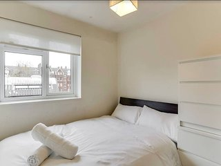 Cosy and Bright 3BR home in West London