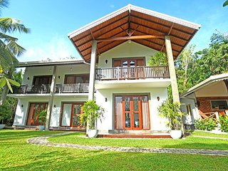 Villa Peacock Galle - Deluxe Double or Twin Room with Balcony