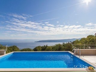 VillaBlu with Seaview, Pool and Jacuzzi. Dog friendly
