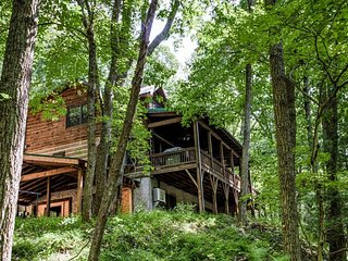 Hidden Cove on the doorstep of Downtown Asheville; HOT TUB, Game Rm, LUXURY!