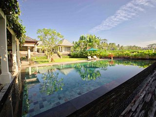 ☆Large, Gorgeous 4BR Villa 10 min drive from Ubud Center!