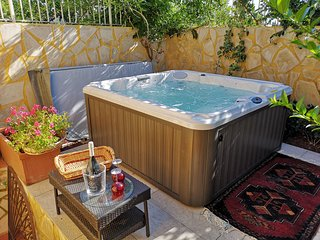 Gemma del Mediterraneo - romantic house with jacuzzi in a relaxing and intimate