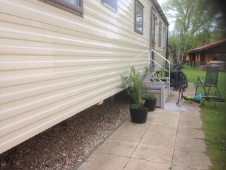 3 bedroom caravan set in beautiful surroundings and various lakes
