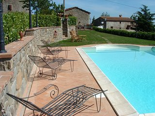 2 bedroom Villa in Cortona, Tuscany, Italy : ref 5241256