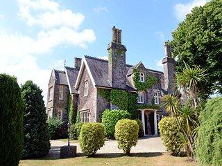 Sea Views, Beautiful Grounds, Log Burner, Pet Friendly - Grade ll Listed Manor