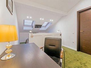 3 rooms apartment on Nevsky prospekt