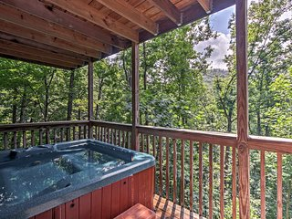 NEW-'Pappy's Hideaway' w/Mt LeConte View & Hot Tub