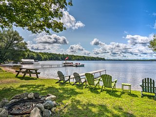 Cozy Carp Lake Cottage w/Dock, 4 Kayaks & Fire Pit