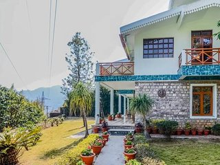 3BR Luxury Villa in Bhimtal with Home-Cook & Badminton Court