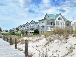 NEW LISTING! Waterfront, Southern charmer w/shared pool, hot tub, gym & beach