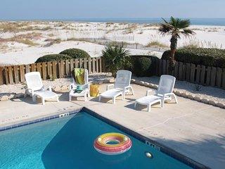 NEW LISTING! Beachfront condo w/balcony, shared pool & hot tub