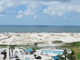 NEW LISTING! Beachfront condo w/Gulf views, balcony & shared hot tub/pools/gym