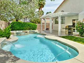 Gorgeous Updated Home w/Pool-10 Mins to The Strip!