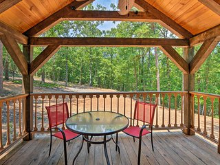 'The Codex' Secluded Murfreesboro Cabin w/Fire Pit